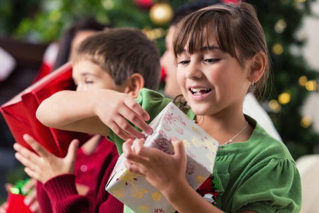 hediye vererek çocukları mutlu etmek